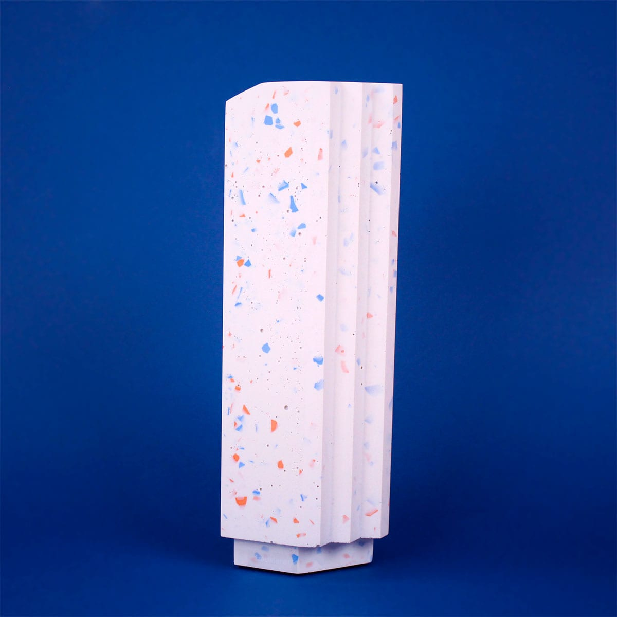 TALL FRECKLED VASE WHITE FRAUKLARER