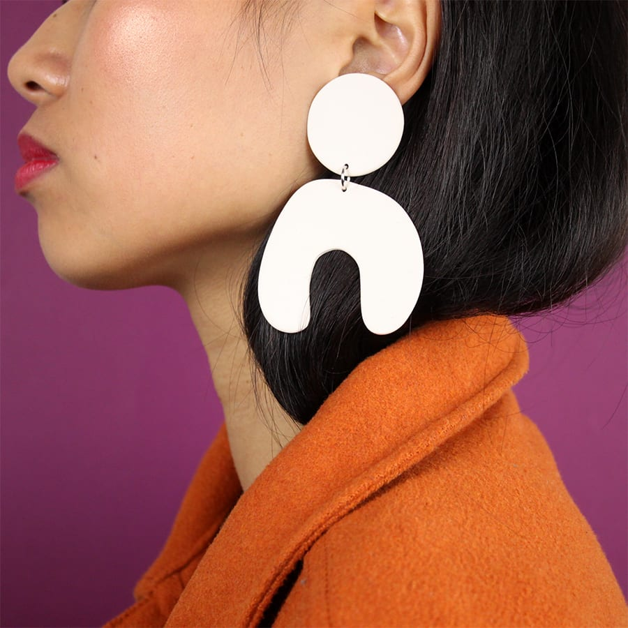 BIG ARCH EARRINGS WHITE FOUR EYES CERAMICS