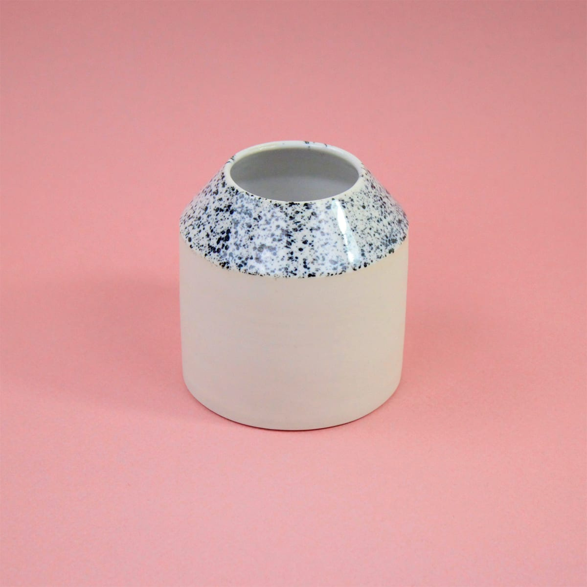 VASE SPECKLED N0 No ceramic Cool Machine