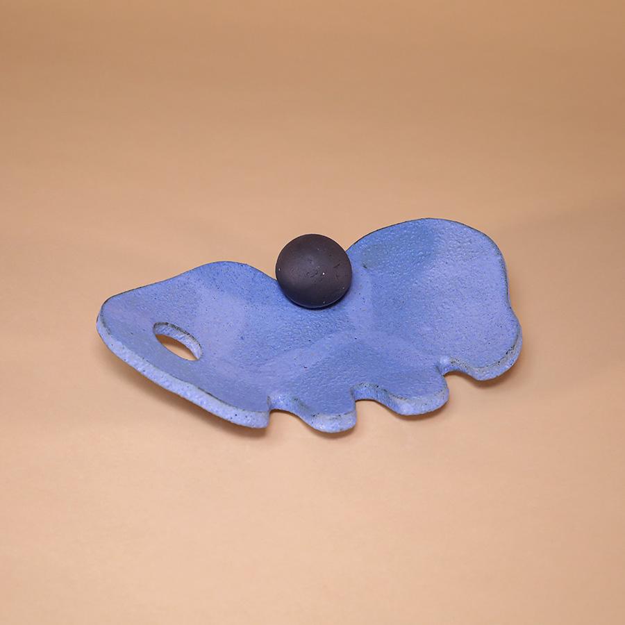 abstract platter ceramic blue black handmade in berlin iaai cool machine store (3)